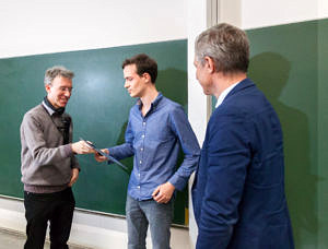 Picture of Prof. Freiling (left), Jan Spieck (middle) and Prof. Teich (right)
